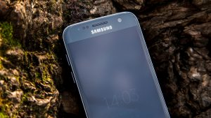 Samsung Galaxy S7 review: Top half of front