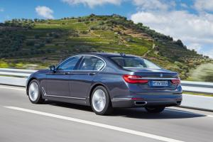 bmw_7_series_review_2015_24
