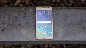 samsung_galaxy_j5_review_front