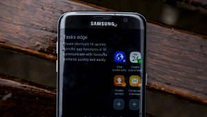 Samsung Galaxy S7 Edge - edge screen closeup