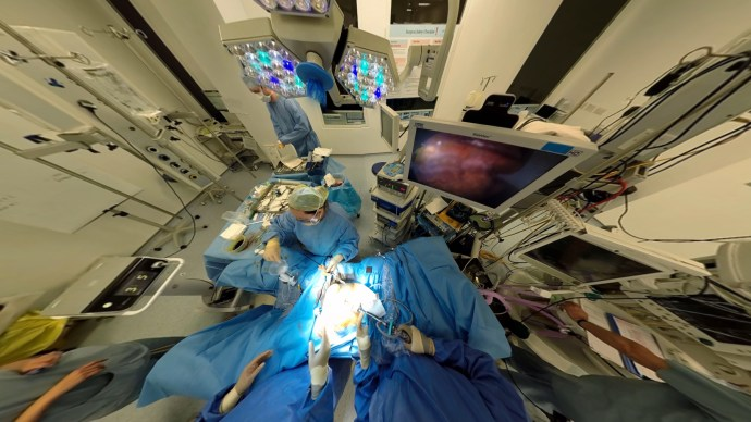 vr_operating_theatre_-_medical_realities