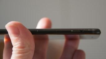 OnePlus 5 left edge