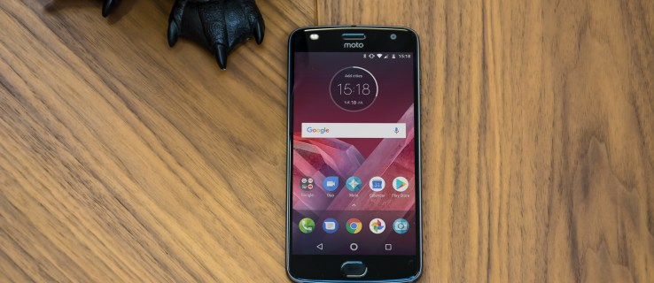 Moto Z2 Play review: Modular phones are alive and well