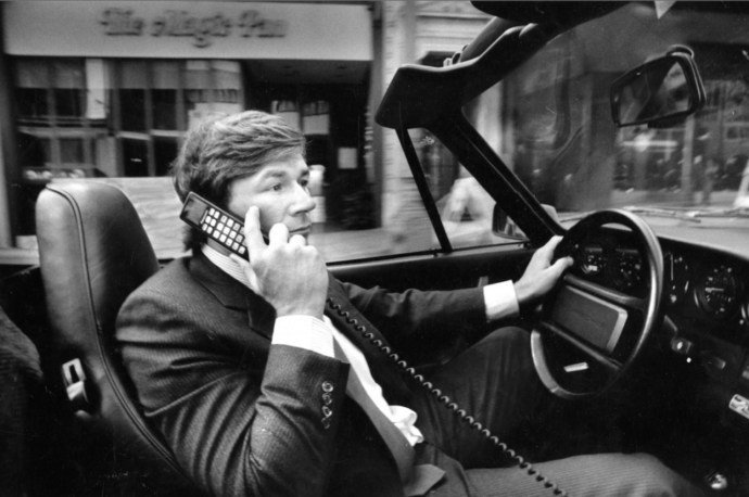 06-car-phone