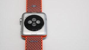 apple_watch_series_3_heart_rate_sensor_0