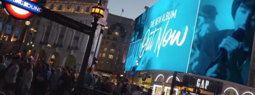 piccadilly_circus_has_started_using_hidden_cameras_to_target_ads
