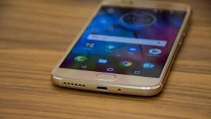 Motorola Moto G5S bottom edge