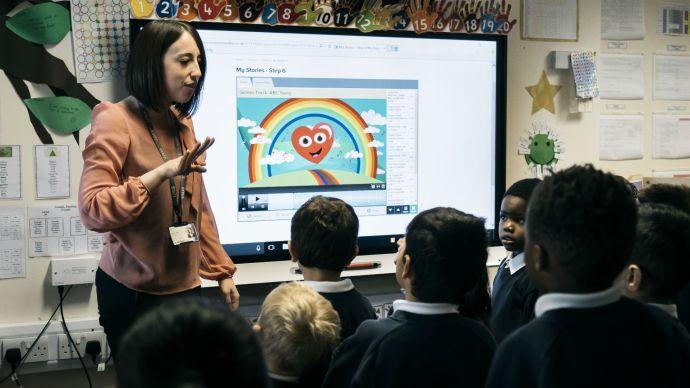 smart_technologies_board_pinders_school