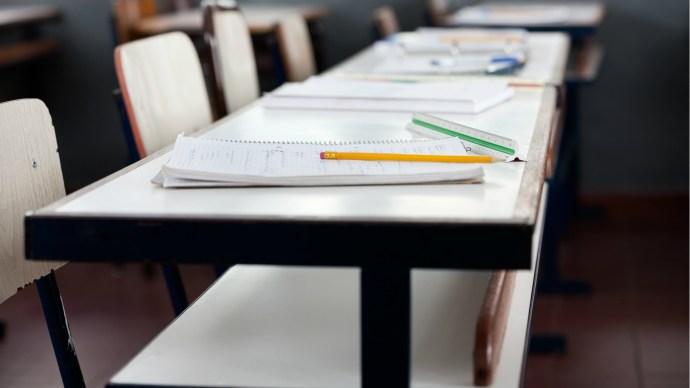 classroom_desks_empty