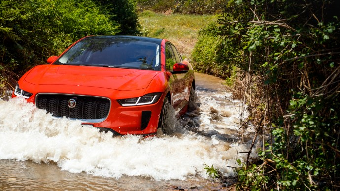 jaguar_i-pace_review_official_picture_off-road_water_push_2