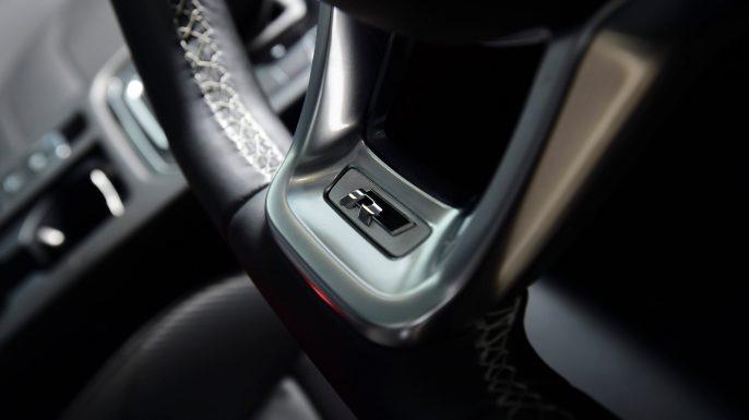 volkswagen_arteon_steering_wheel_r_logo