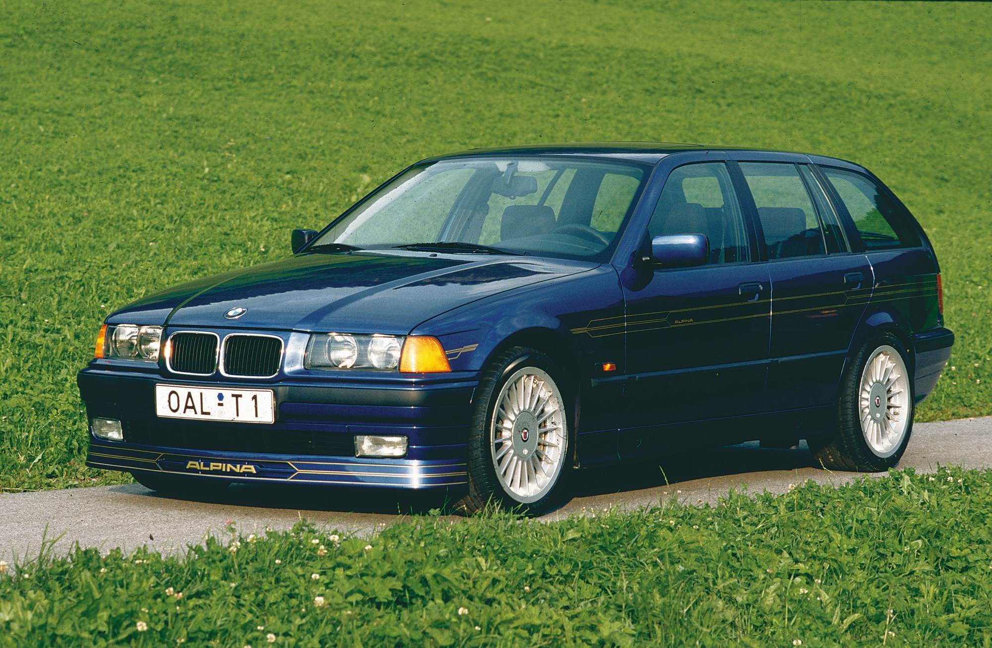 hight resolution of bmw alpina b3 3 2