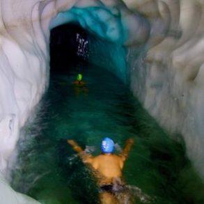 Eisschwimmen wörtlich genommen: wo man hinschaut Eis und eisiges Wasser auch noch dazu.