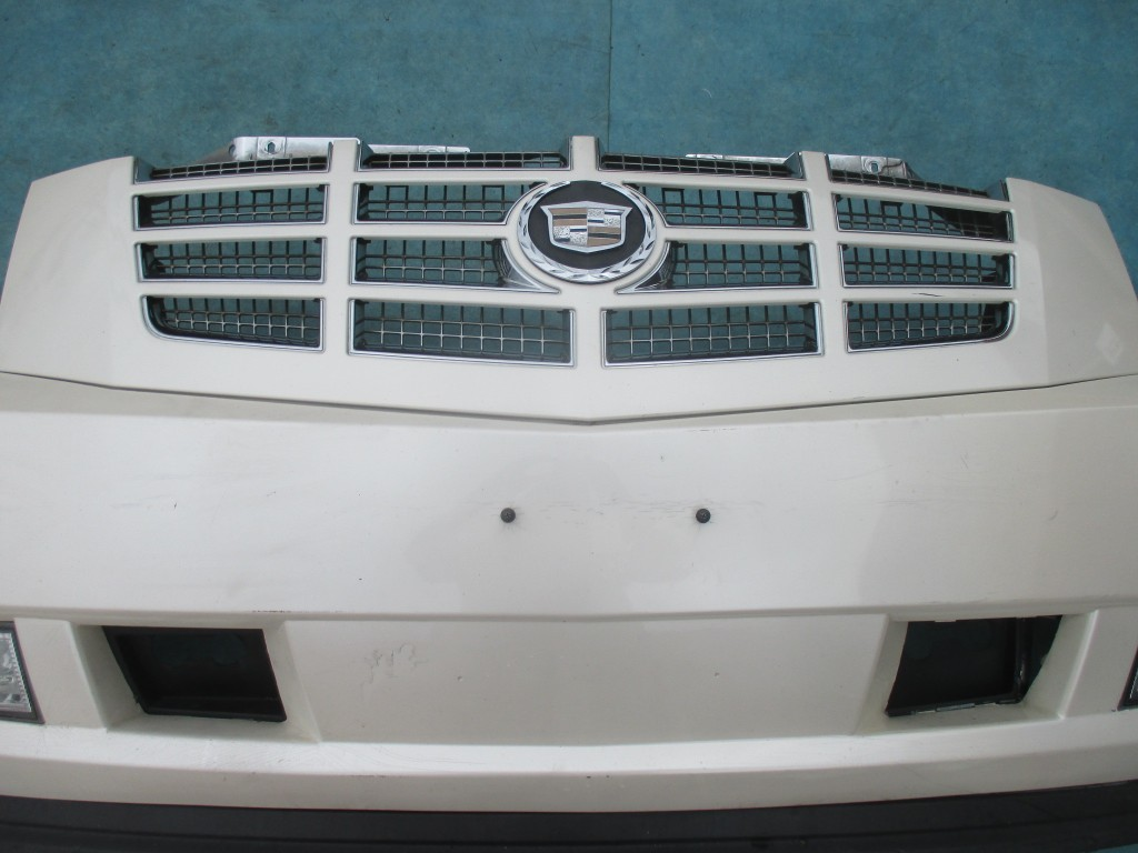hight resolution of cadillac escalade front bumper cover with grille 350 00 condition