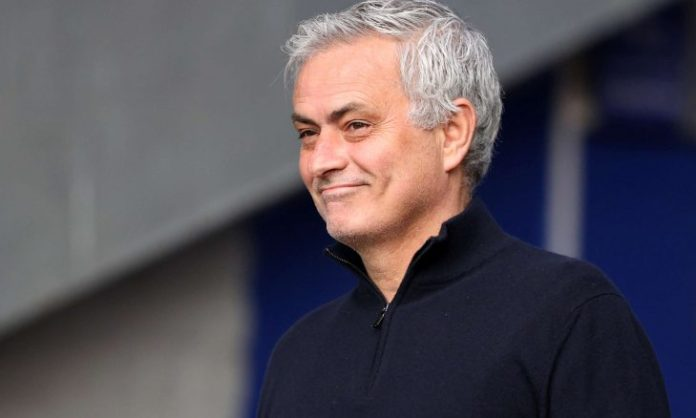 Mourinho communicates with the expected Real Madrid expulsion