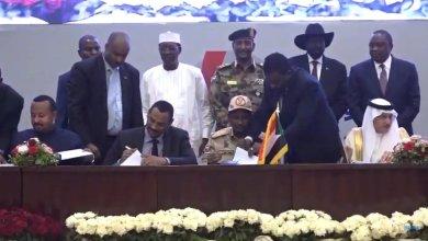 توقيع الأتفاق بين قوى الحرية والتغيير والعسكري بحضور الرئيس الأثيوبي أبي أحمد