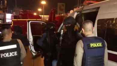 رجال الأمن يطاردون المشتبه