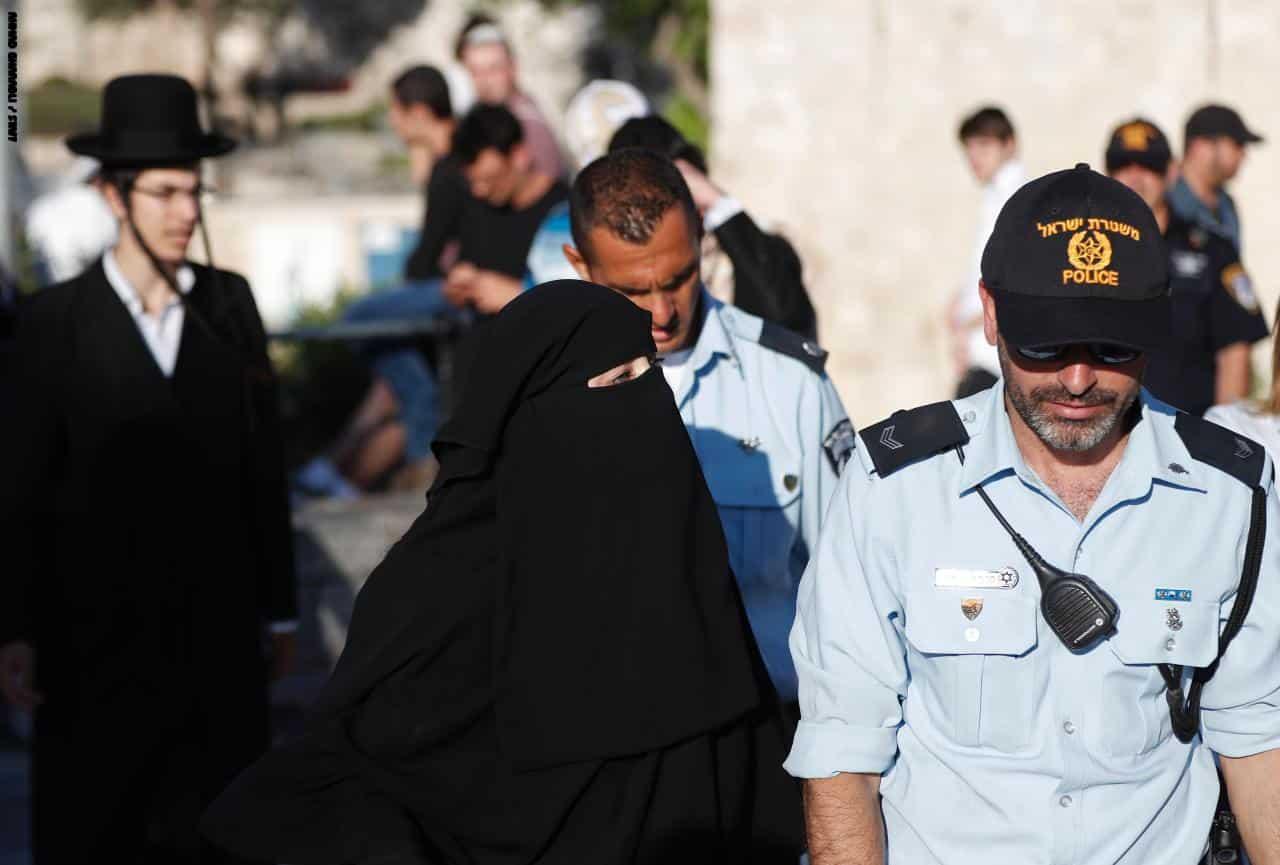 أول ضابط ترتدي الحجاب في الشرطة الإسرائيلية.