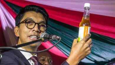 زعم رئيس مدغشقر في وقت سابق من العام تطوير مشروب فعال في مواجهة فيروس كورونا AFP