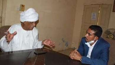 الأستاذ محمود الخطيب، سكرتير الحزب الشيوعي، مع الصحفي علاء الدين موسى