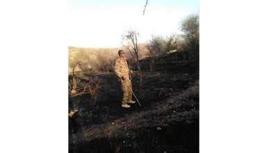 قائد اللواء السادس مشاة بدوكة العميد محمد حامد في أحد المستوطنات بعد السيطرة عليها ..صورة لـ(سودان تربيون)