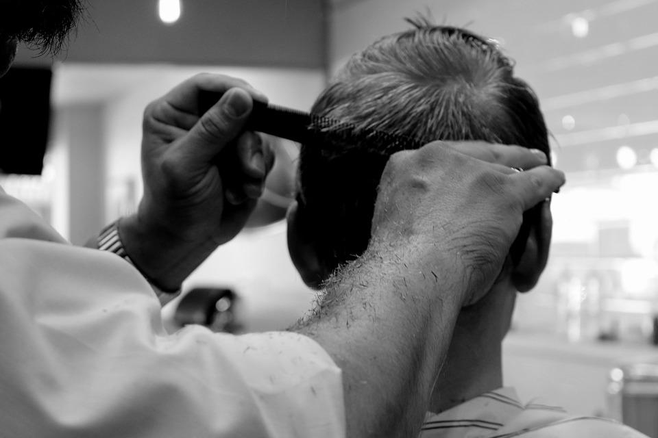 تفسير رؤية حلم قص شعر الرأس في المنام لابن سيرين