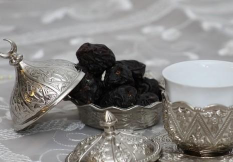 تفسير حلم رؤية الإفطار في رمضان ومن يفطر في صومه في المنام