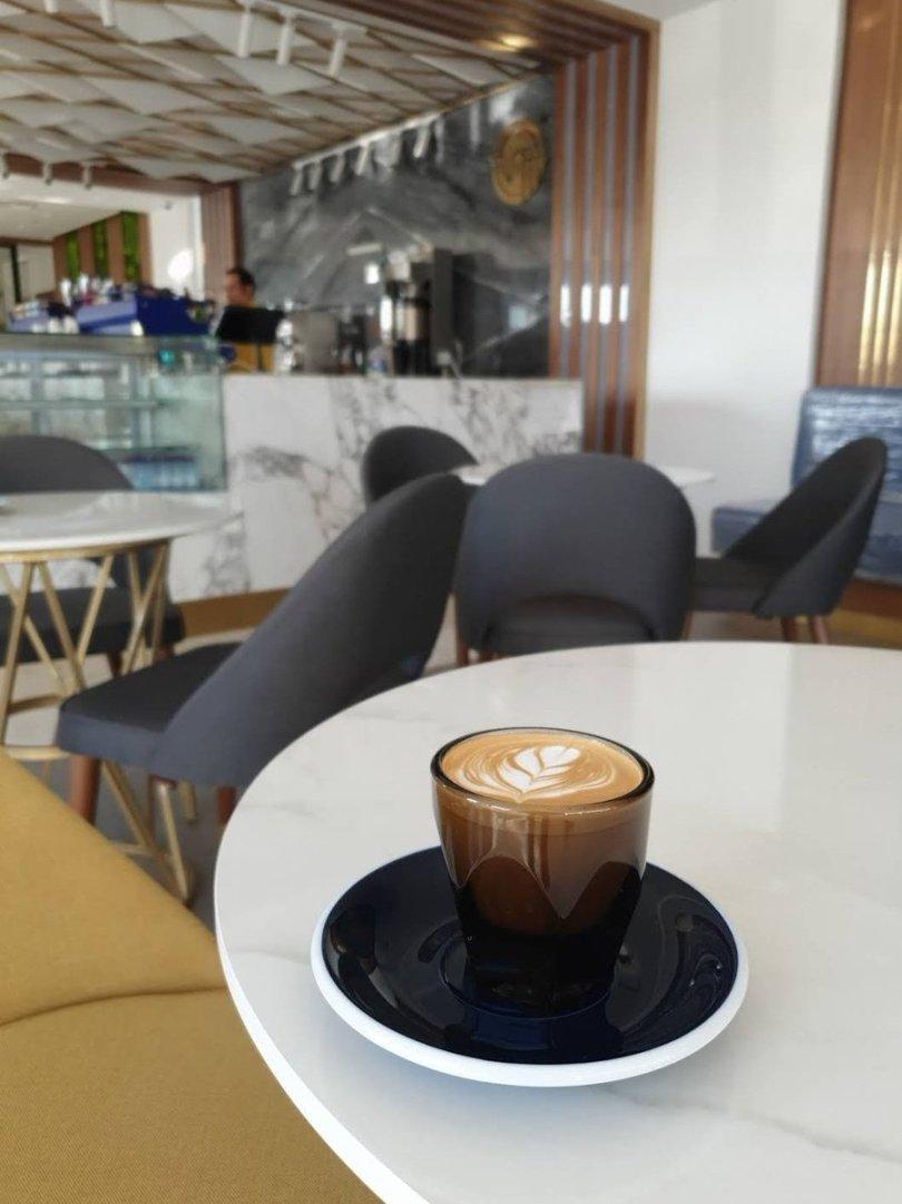 مقهي ومحمصه شرق