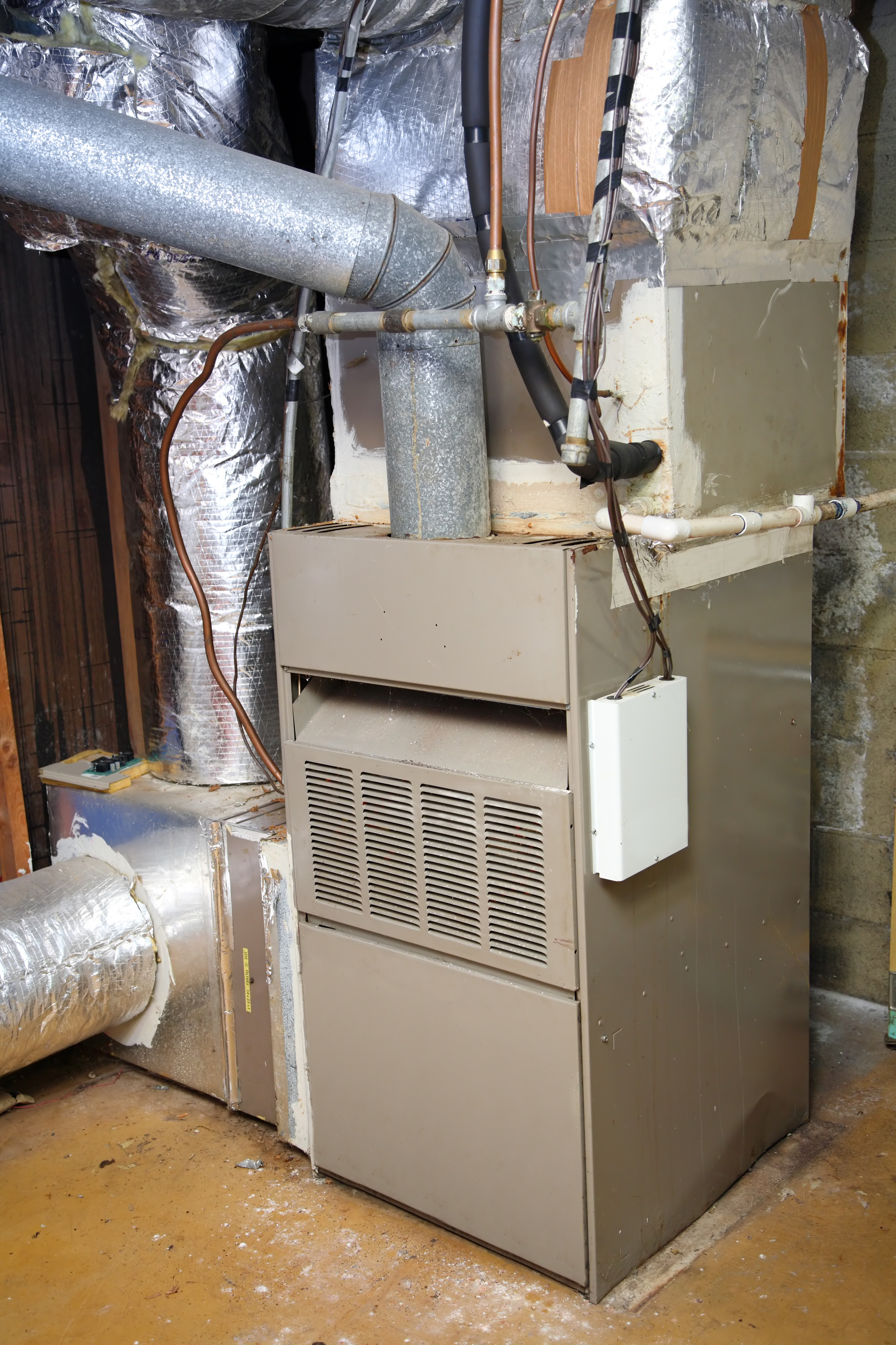 hight resolution of old gas furnace canstockphoto5762916