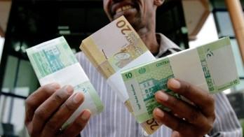 الجنيه يتهاوى مقابل الدولار وانتعاش في تجارة العملة بالخرطوم