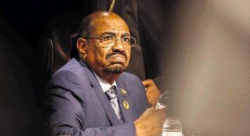 البشير يُخطط لإقالة (10) وزراء لمواجهة الغضب الشعبي