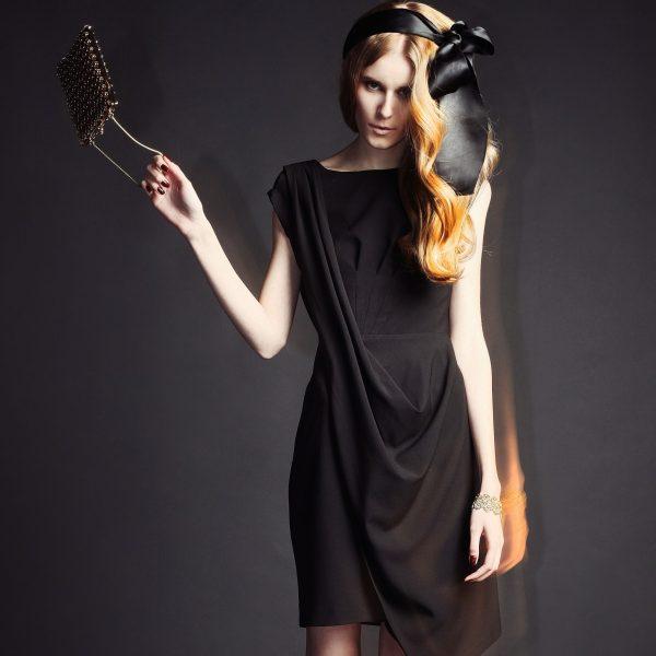 Robe en style de tunique grecque Charming Prim noire