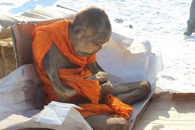 monge_200_anos_meditar_3