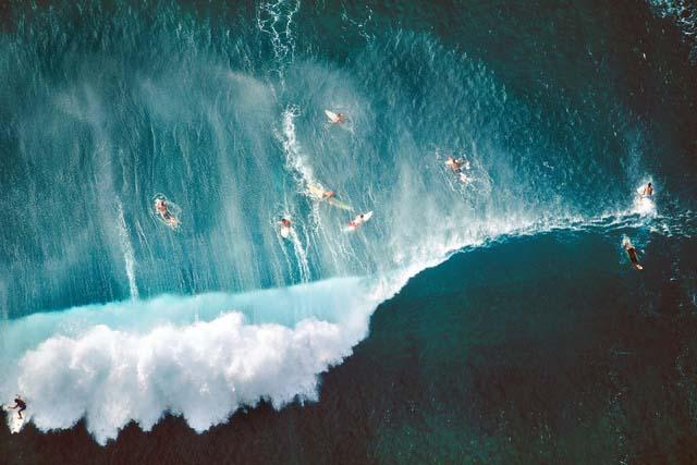6. Surfistas na Praia Sunset, no Havaí