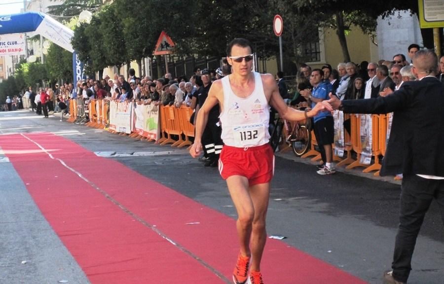 Vito Sardella, primo all'arrivo del 24° Trofeo Auxilium