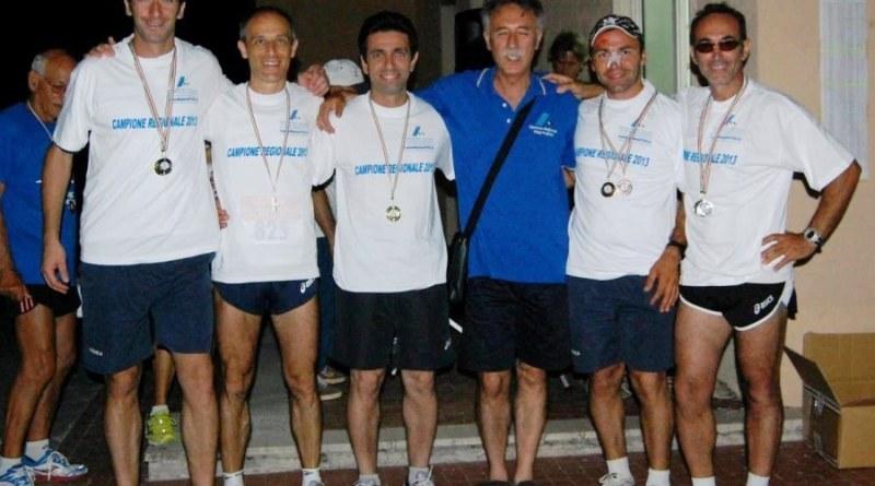 Gli atleti dell'Atletic Club premiati da Stefano Bianco