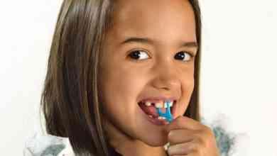 دراسة تحذر: إعوجاج أسنان الطفل علامة على سوء التغذية