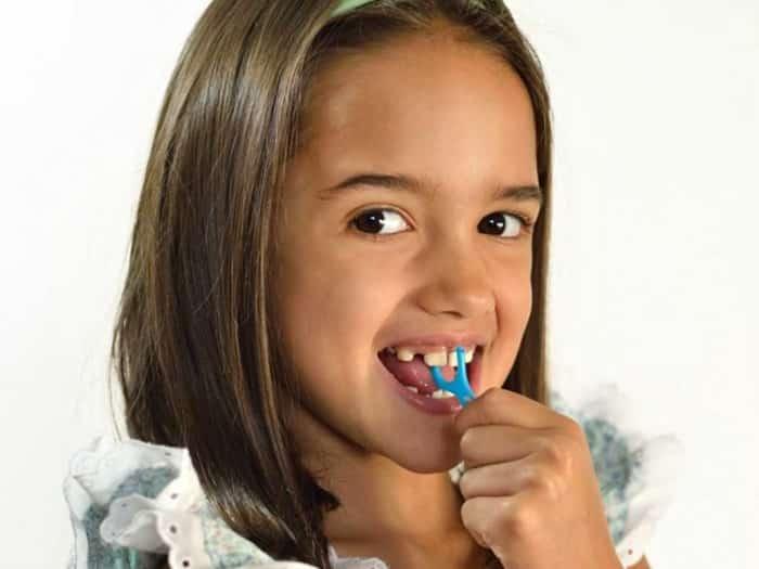 دراسة تحذر إعوجاج أسنان الطفل علامة على سوء التغذية