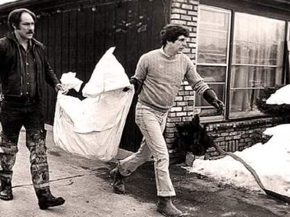 Investigators remove remains of John Wayne Gacy victim