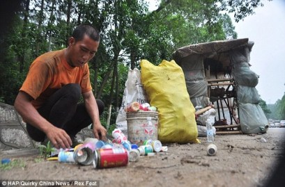 Lingchao sells plastic bottles and cans to fund his travels