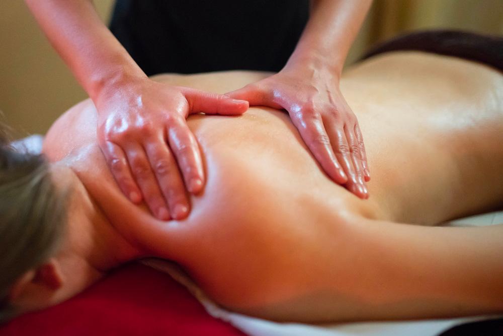 massages en entreprise - massage au travail - massage californien suedois