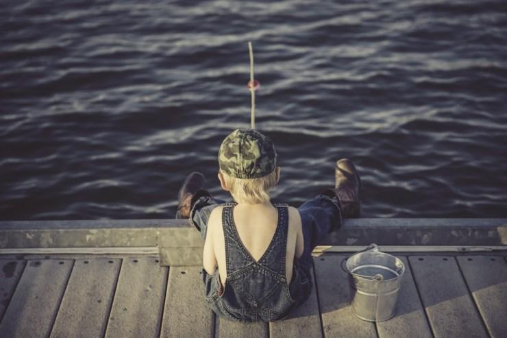 Alternativa Höga kusten - pojke fiskar vid brygga, ett avlägset minne?