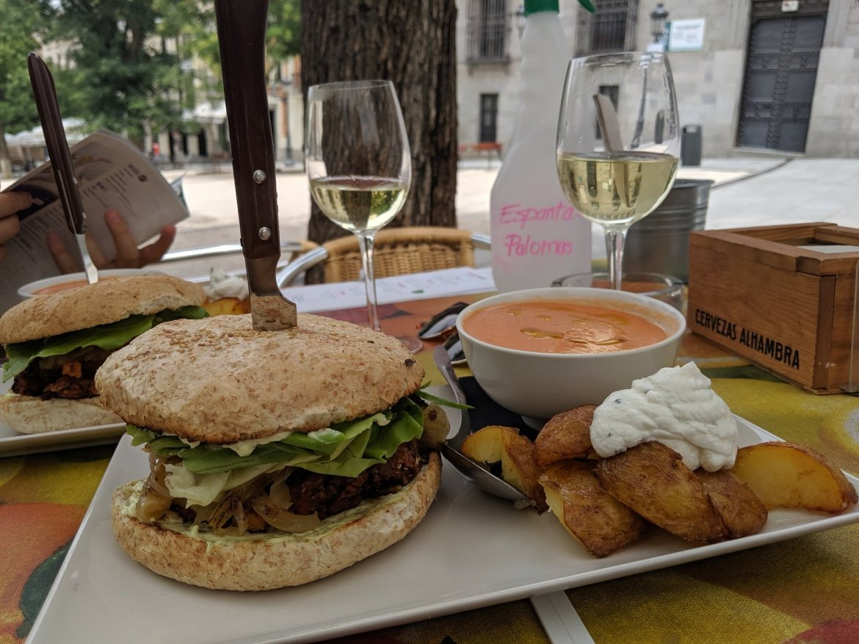 vegan burger at viva burger in madrid