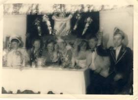 Karneval 1950 im Schützenhof links: Günthe Zech, rechts Karl Gerhards, Prinz Jupp Zimmermann