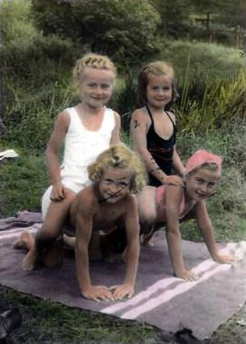 Kinder am Strandbad um 1945 Hinten v.l.n.r. Lotte Hartmann ( geb.Zimmermann), Helga Schmidt (geb. Boden) Vorne v.l.n.r. Hedwig Hodes und Erika Reuschenbach