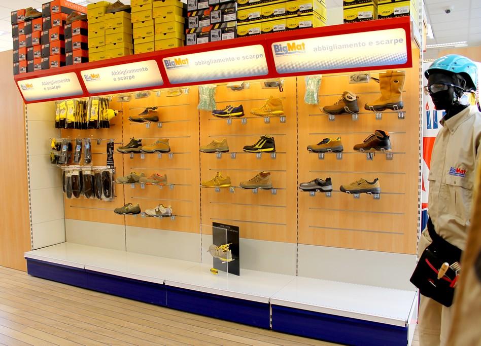 progettazione spazi arredo negozio scaffalature ferramenta