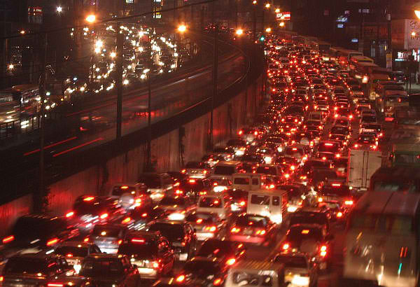 traffic-edsa-night
