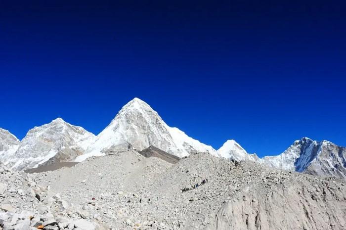 L' Everest est-il de moins en moins haut ?