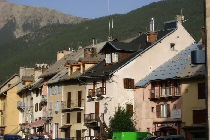 Le maire LR de Briançon veut fermer la porte aux migrants