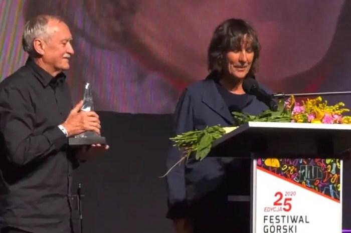 Catherine Destivelle, émue, reçoit un Piolet d'Or pour l'ensemble de sa carrière !